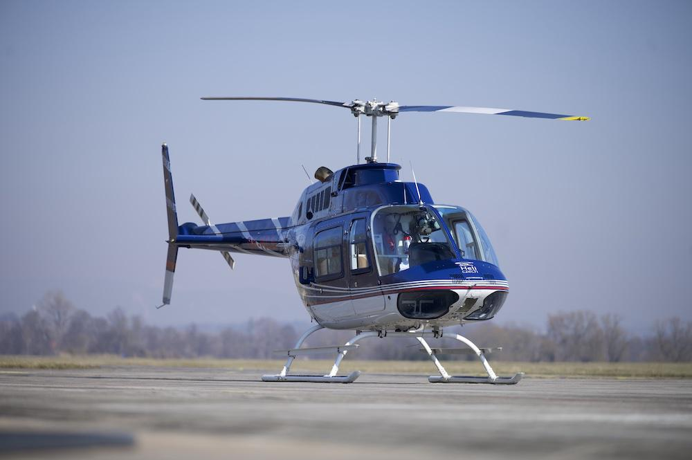 KOSTELEC NAD ČERNÝMI LESY   Let vrtulníkem BELL 206 (04.06.2022)