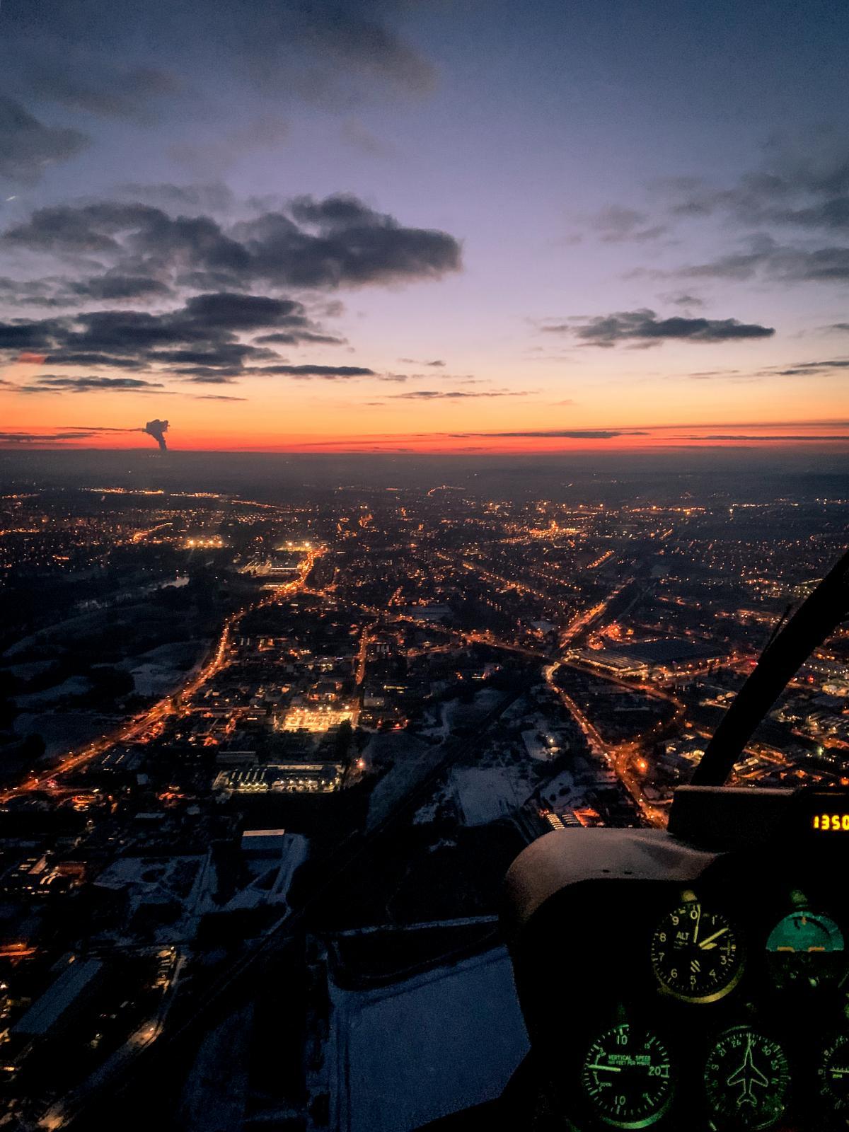 Romantický let vrtulníkem při západu slunce